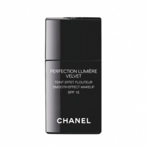Chanel Perfection Lumiere Velvet, lekki podkład do twarzy dermaestetic