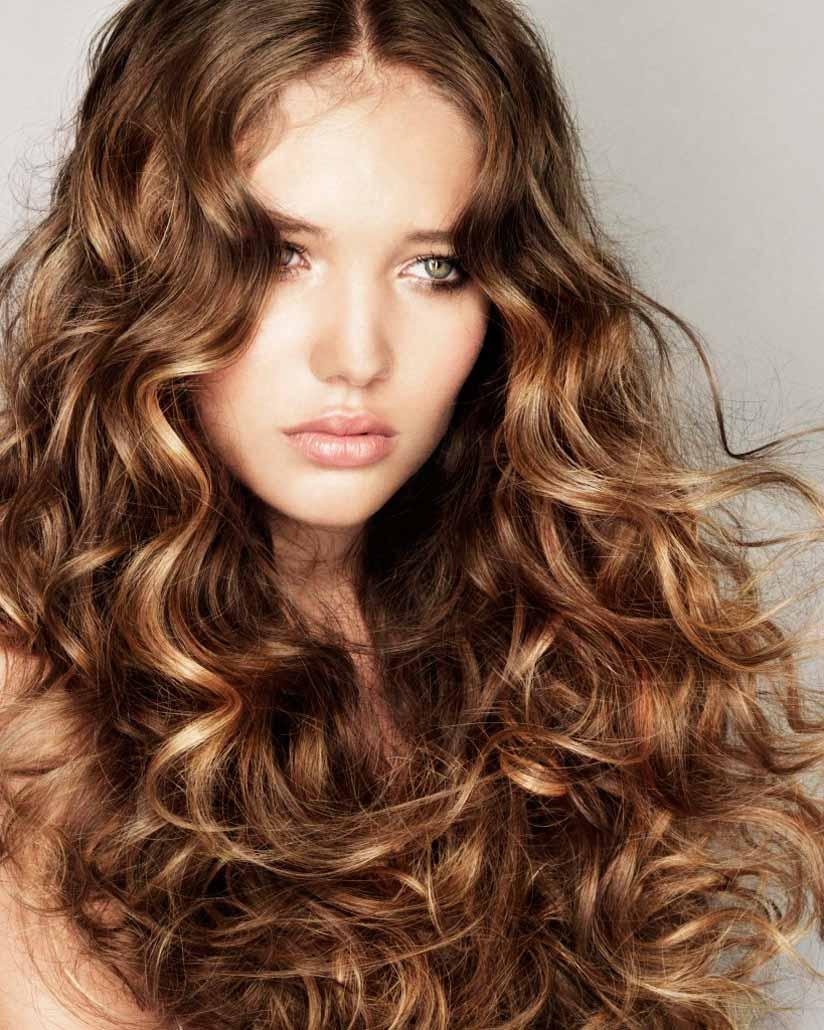 sposoby na kręcone włosy