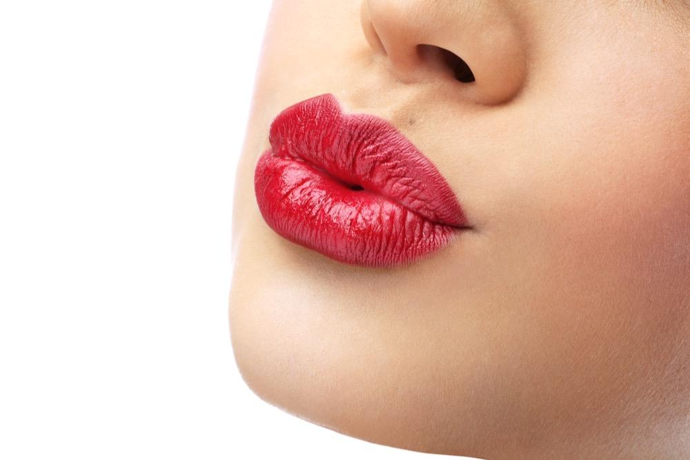 czy powiększanie ust boli