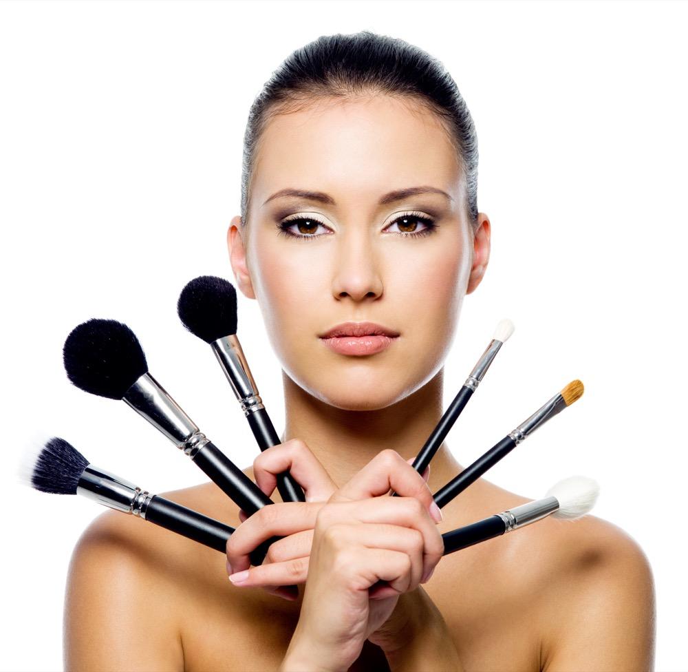 jakich pędzli się używa do makijażu dermaestetic