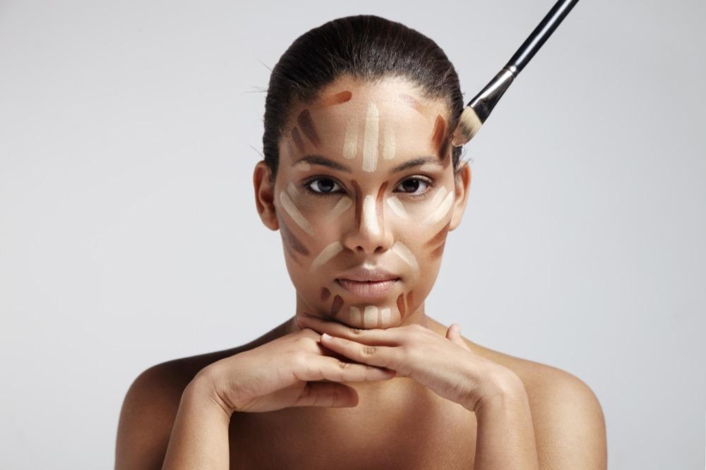 jak wyszczuplić twarz makijażem dermaestetic