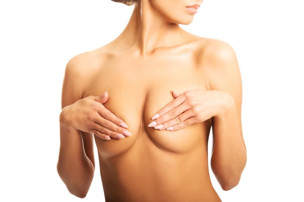 jak dbać o piersi by były jędrne