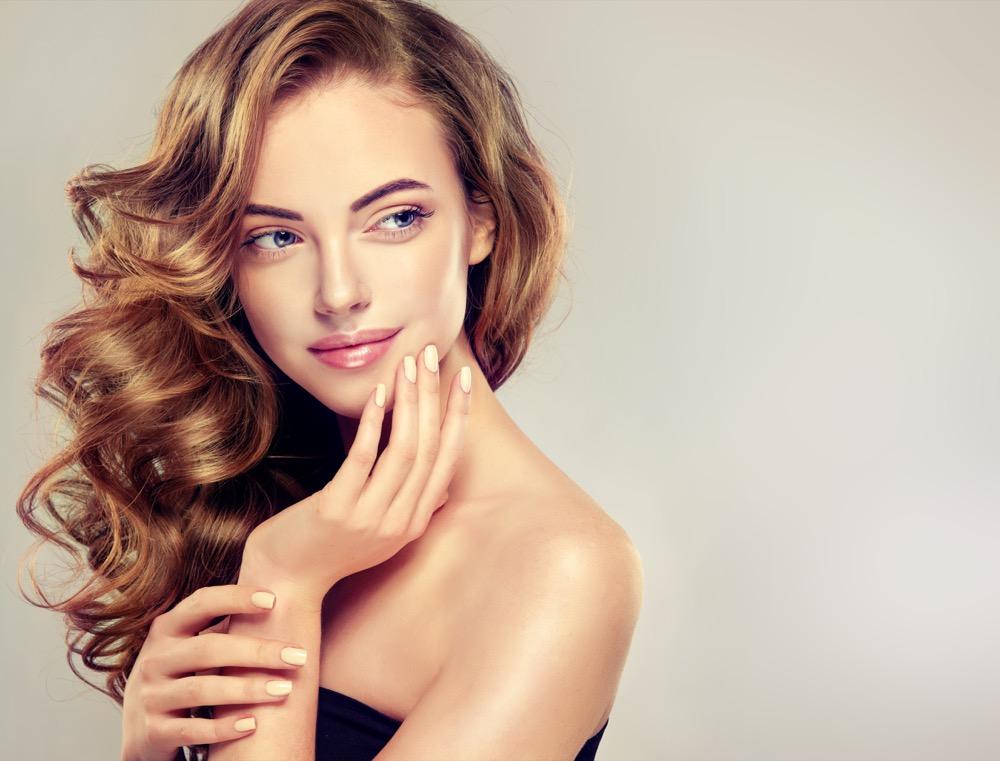 Jak poprawnie kręcić włosy dermaestetic