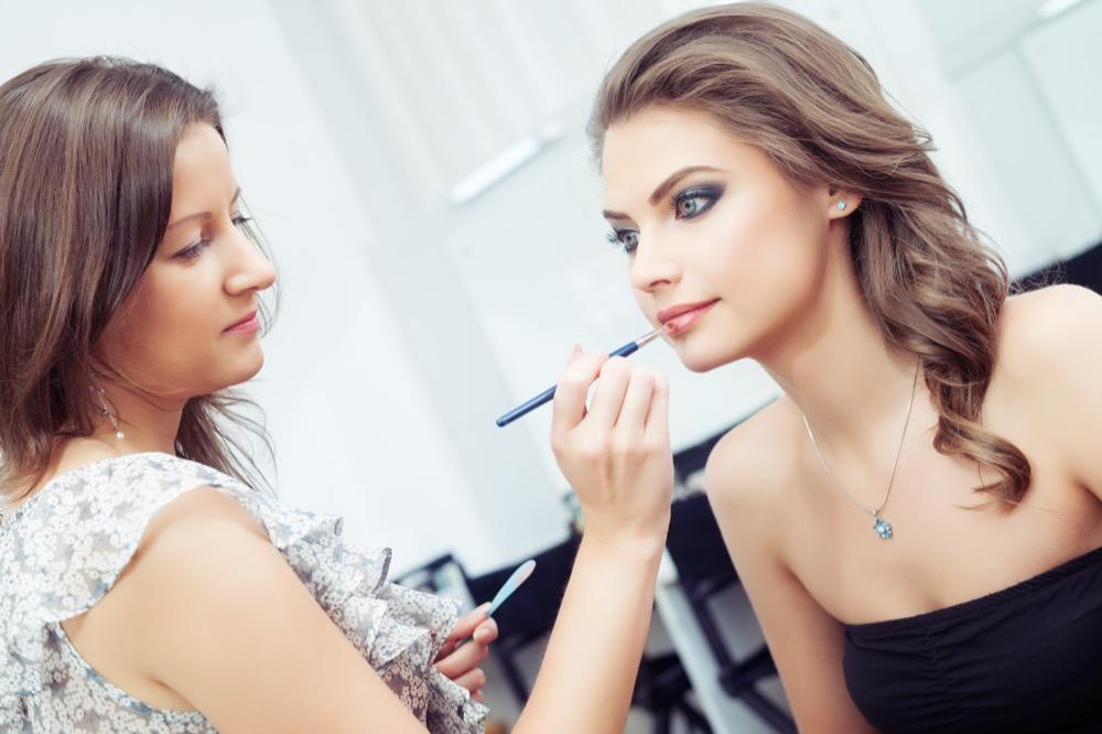 Jak optycznie powiększyć oko za pomocą makijażu dermaestetic