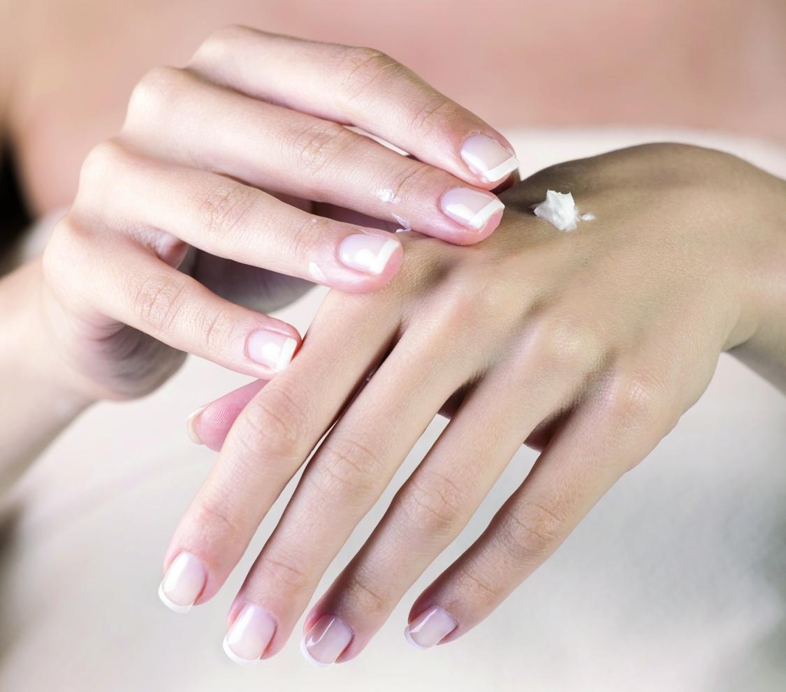 Jak pielęgnować dłonie w zależności od wieku