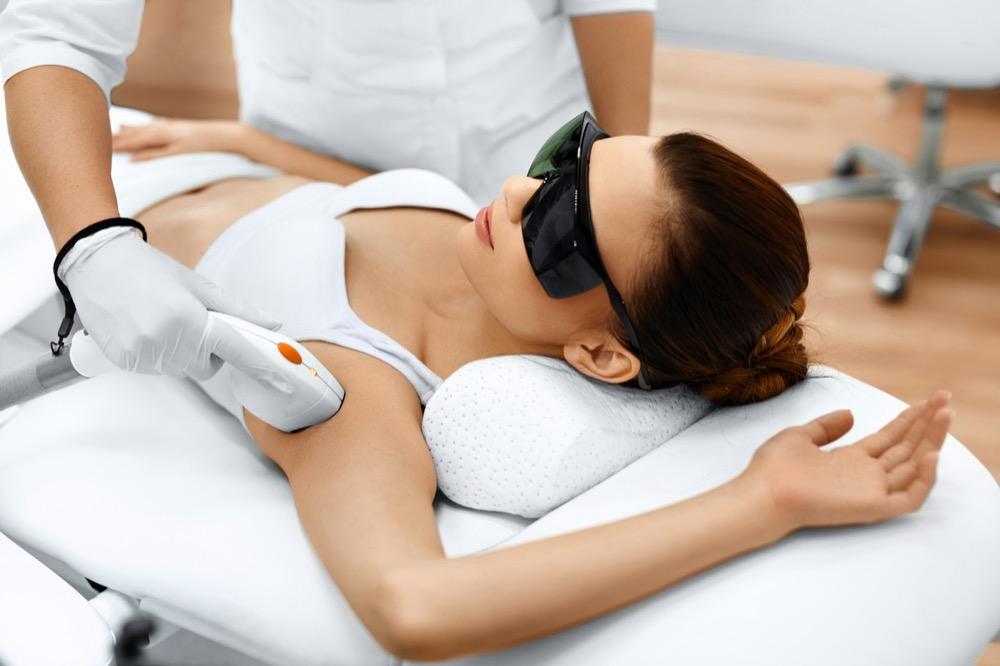 laserowa depilacja pach - co warto wiedzieć dermaestetic