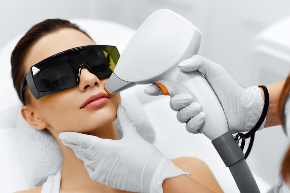 jak skutecznie usunąć wąsik dermaestetic