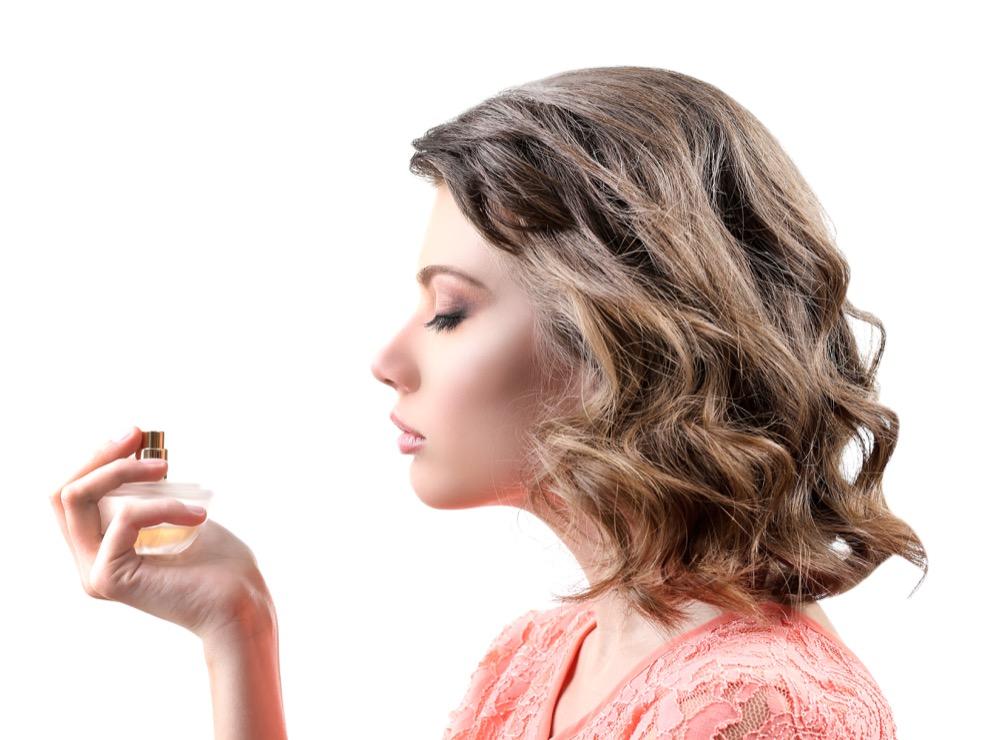 jak aplikować perfumy by zapach utrzymywał się jak najdłużej dermaestetic