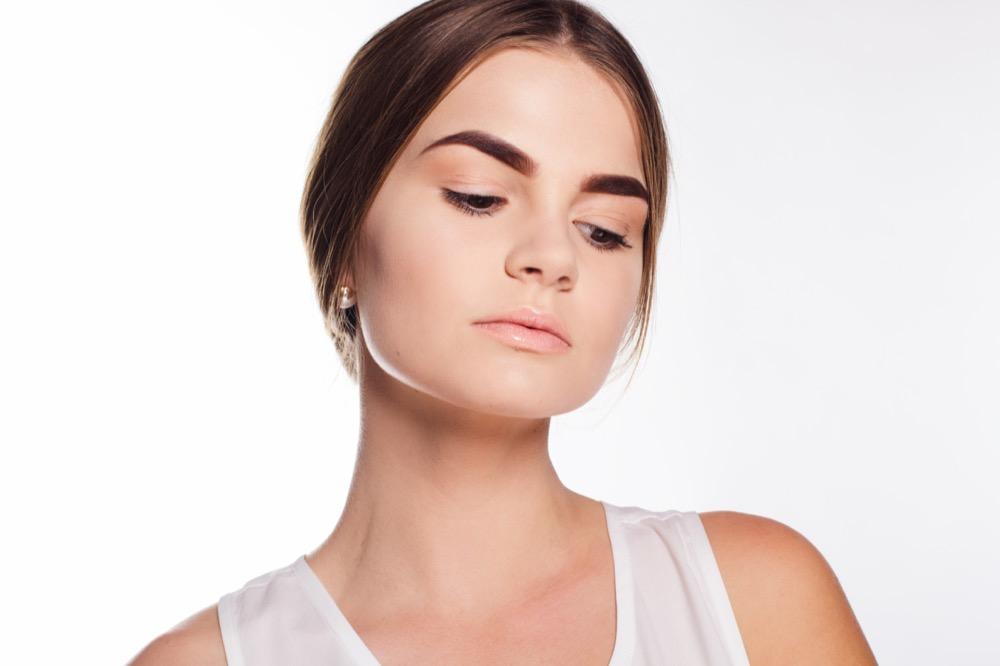 Jak prawidłowo modelować brwi dermaestetic