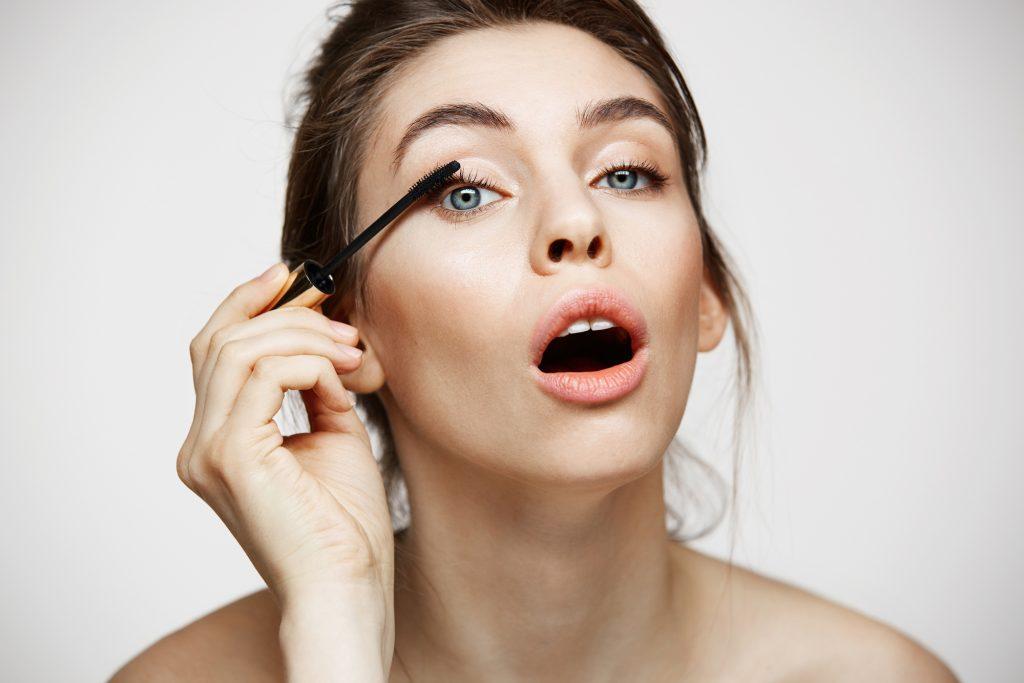 Makijaż Opadającej Powieki W Przypadku Skóry Dojrzałej
