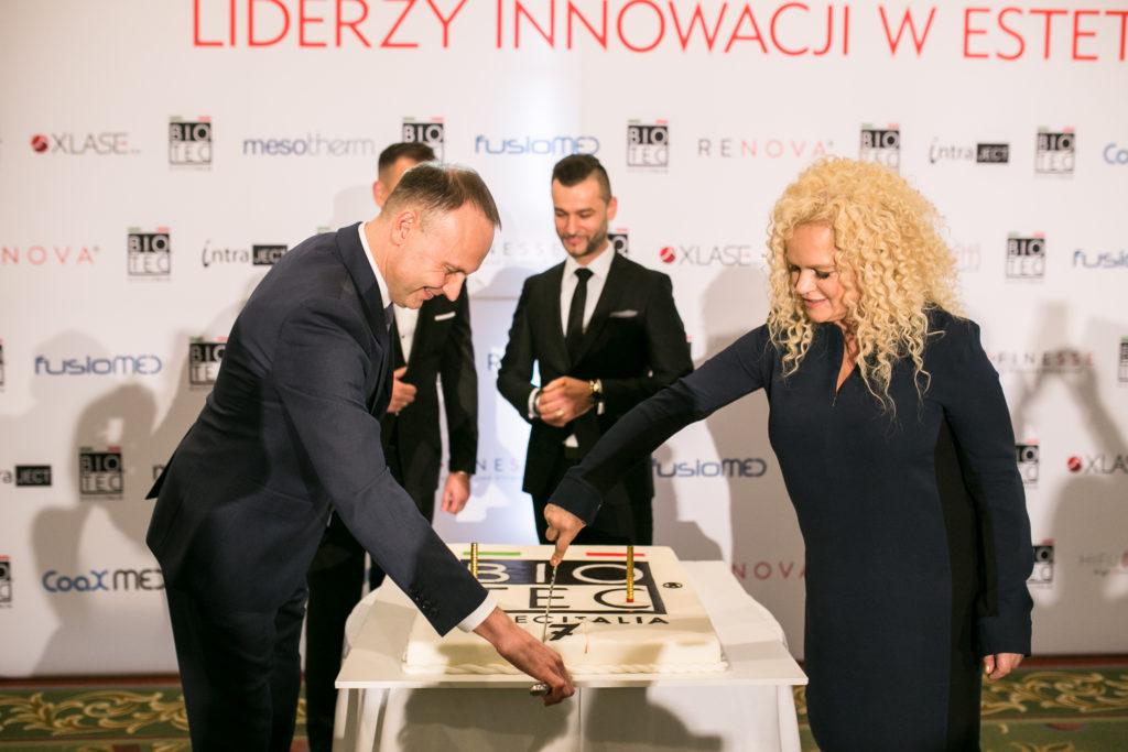 7 urodziny Biotec Lasers Polska (od lewej): Marcin Łyjak - prezes Biotec Lasers Polska, Janusz Olewiński - wiceprezes Biotec Lasers Polska, Katarzyna Figura – ambasadorka marki Biotec